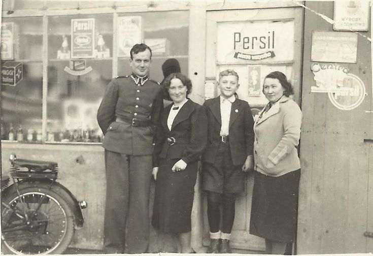 Fotografia-Before Gdynia shop  on the street Midsummer  (interwar period)