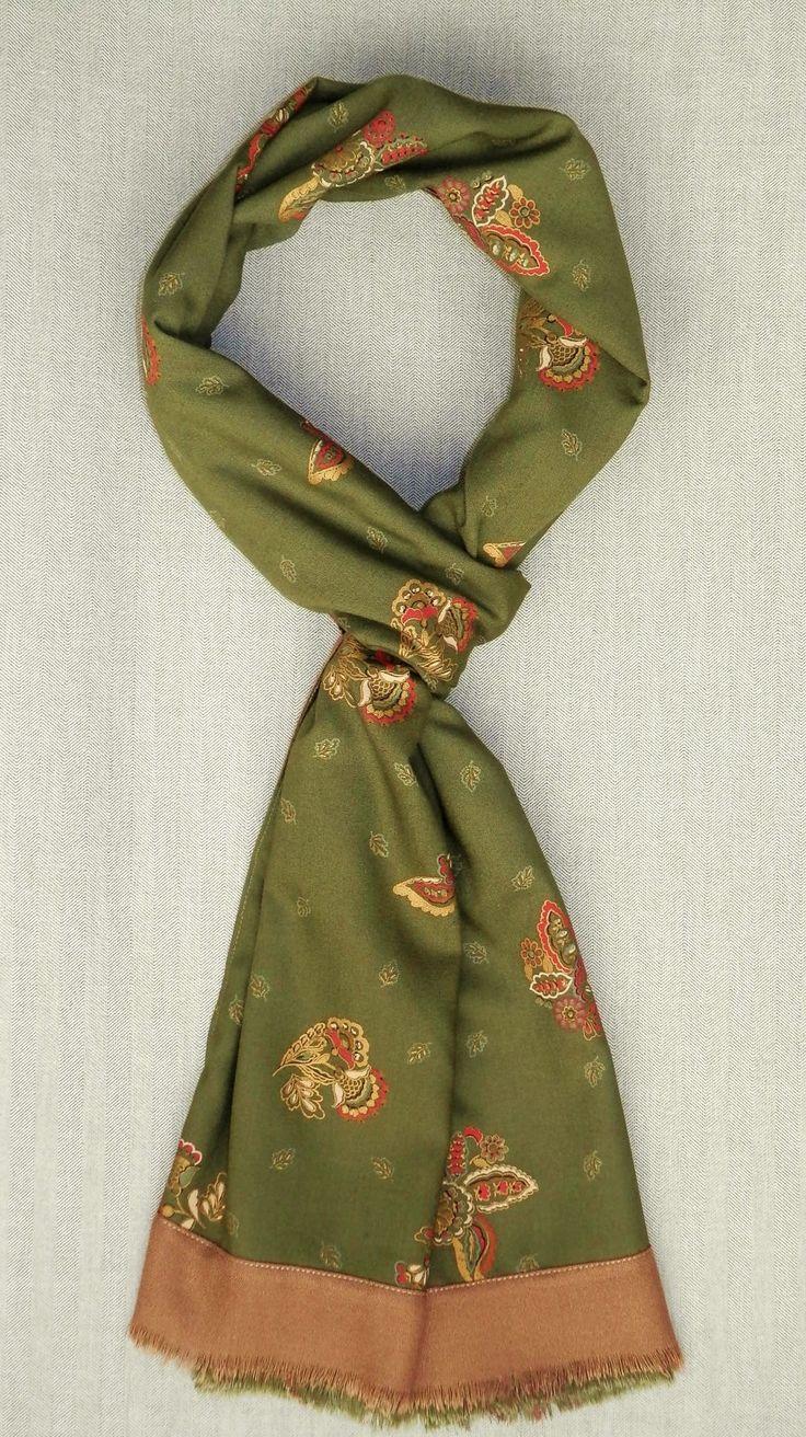 Bufanda reversible, estampado clásico, verde oliva http://lookbylyly.com/la-coleccion/hombre/