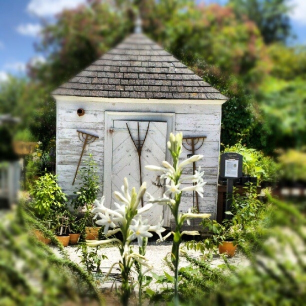 colonial williamsburg garden shed