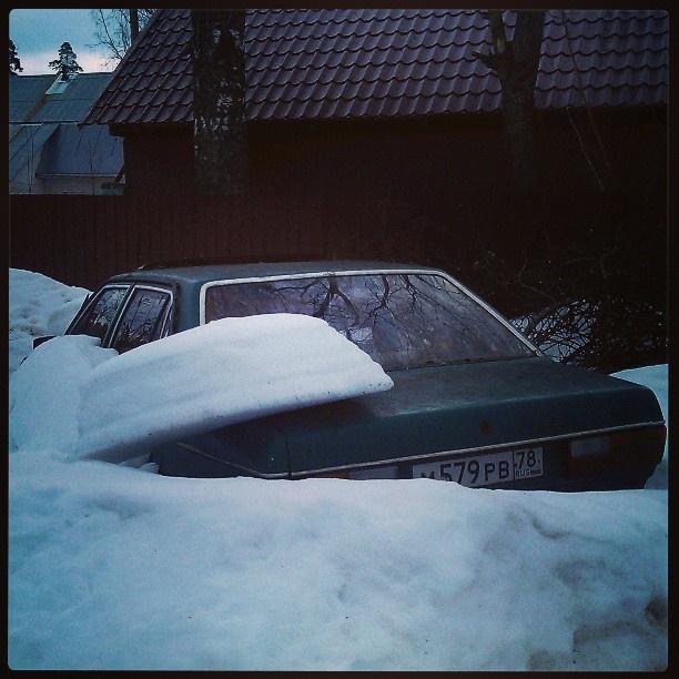 #car stuck in snow near the #farm\ фермерская машина на ходу только с мая)
