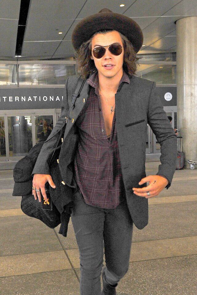 Harry at the airport today in LA. He's back in America :)