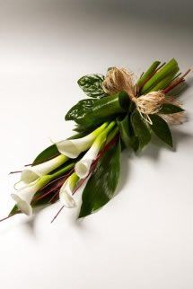 callas.....do not need a whole huge spray....even 2 or 3 would be lovely with greens and bow........