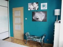 Znalezione obrazy dla zapytania turkusowy kolor ścian w sypialni