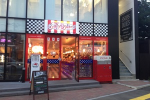 Sally's Diner Niigata JAPAN - another BARSandBOOTHS project completed!  www.barsandbooths.com