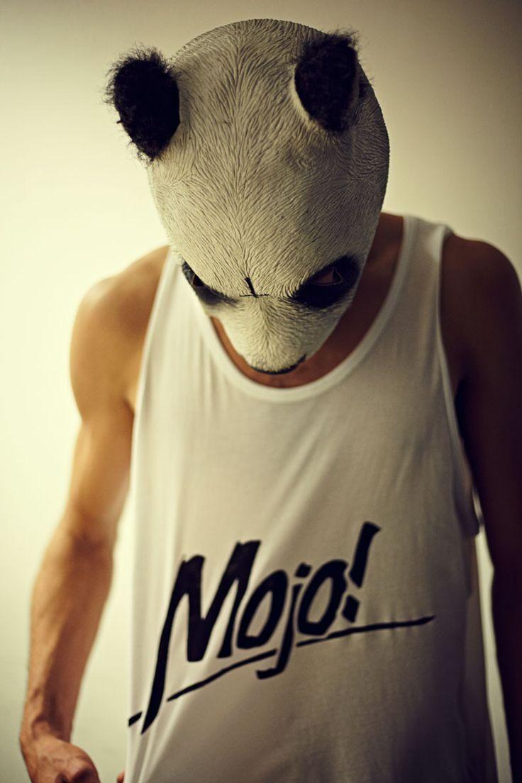 Great wear.  http://www.mojo-snowboarding.de/bilder/cro-tragt-mojo/