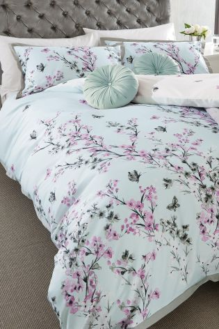Make sure you wake up on the right side of bed this summer with this gorgeous blossom bed set.