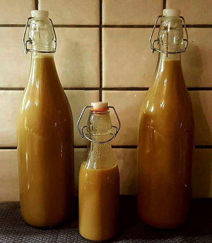 Kaffelikør Ca 2.3 liter total mengde. 14-15 % 8 dl kremfløte 4 dl lettmelk 500 g brunt sukker...