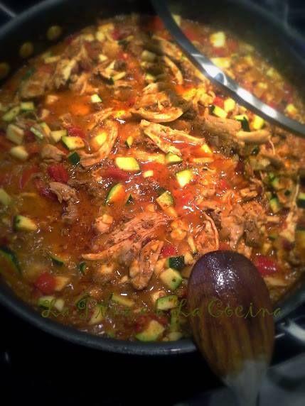 Tinga de Pollo reducing in the sauce with all the aromatics and calabacitas. #chickentinga