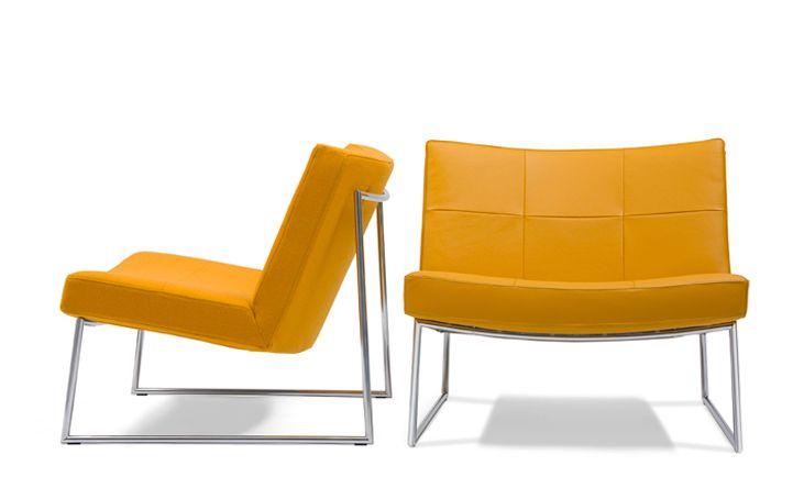 Fauteuil Hebbes van Harvink is een goede keus wanneer u op zoek bent naar een strak, opvallend meubel. Dit meubel doet denken aan de klassieke 'Barcelona stoel' (maar zit beter). De Hebbes is een lage fauteuil met een extra brede zit en de gestoffeerde blokken zorgen voor het specifieke retro uiterlijk. Deze Harvink fauteuil is (ook) erg leuk in een opvallende kleur. http://www.gilsingwonen.nl/merken/harvink