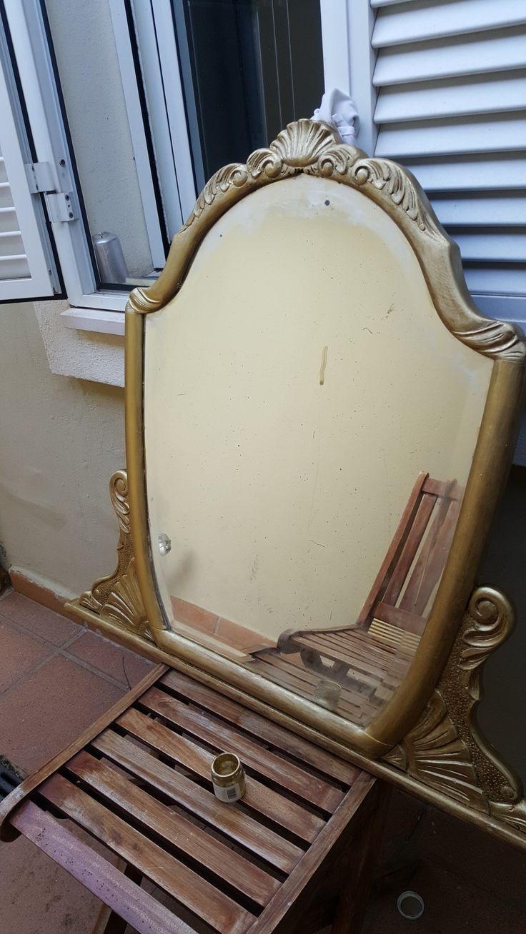 Espejo antiguo de herencia. Lijar, eliminar termitas, arreglar con pasta los desperfectos y 2 manos de pintura dorada