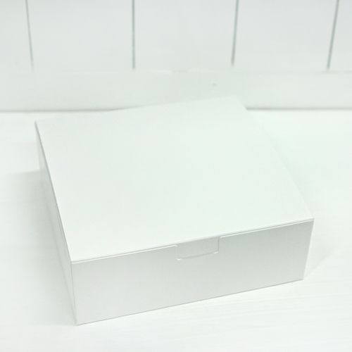 Clean and simple style high quality mini box with low height. Wonderful high quality minimal design box for pies and chess cake.     SIZES  Small: 7.2″ x 2.5″  Large: 8.3″ x 2.5″  #simplebox #piebox #cakebox #custombox #whitebox
