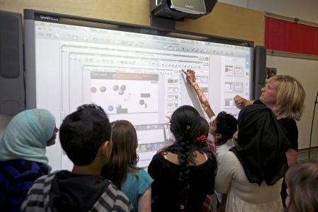 Bilan noir pour le tableau blanc dans les écoles Une étude révèle de nombreux problèmes techniques et un manque de formation des enseignants. (Le Devoir)