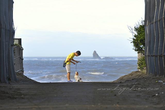 6.20 '12Chigasaki coast storm has left 2 by higehiro, via Flickr