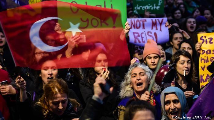 Türkei Istanbul Referendum (Getty Images/AFP/Y. Akgul)