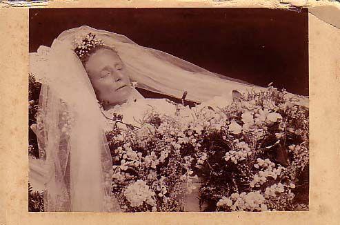 Post-mortem Victorian Photography - Таничка-адвокатесса