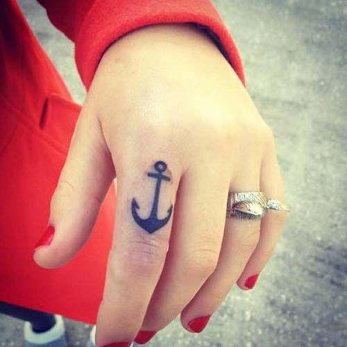 woman finger anchor tattoo kadın parmak çapa dövmesi