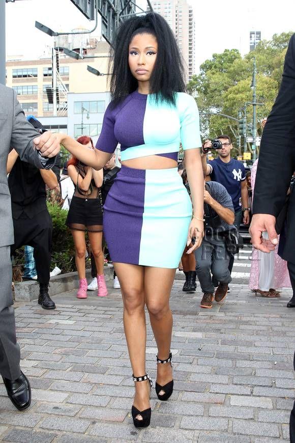 Nicki Minaj Attracts All Of The Anacondas At Alexander Wang's Show!