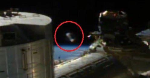 Um estranho OVNI cilíndrico foi capturado em um alimento vivo tirado da Estação Espacial