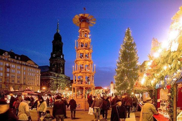 Platz 10: Striezelmarkt Dresden  Ebenfalls weit über die Landesgrenzen bekannt ist der Dresdner Striezelmarkt. Im Mittelpunkt steht die mit 14 Metern höchste Erzgebirgspyramide.