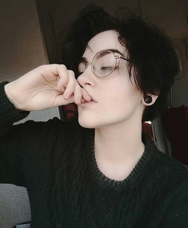 Pin By Xdmike On Ahhhh Androgynous Hair Cute Emo Hair Styles