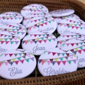 """Pins con el nombre de cada invitado como souvenir ! Les petits badges """"prénoms"""" - Les Petits Cadeaux"""