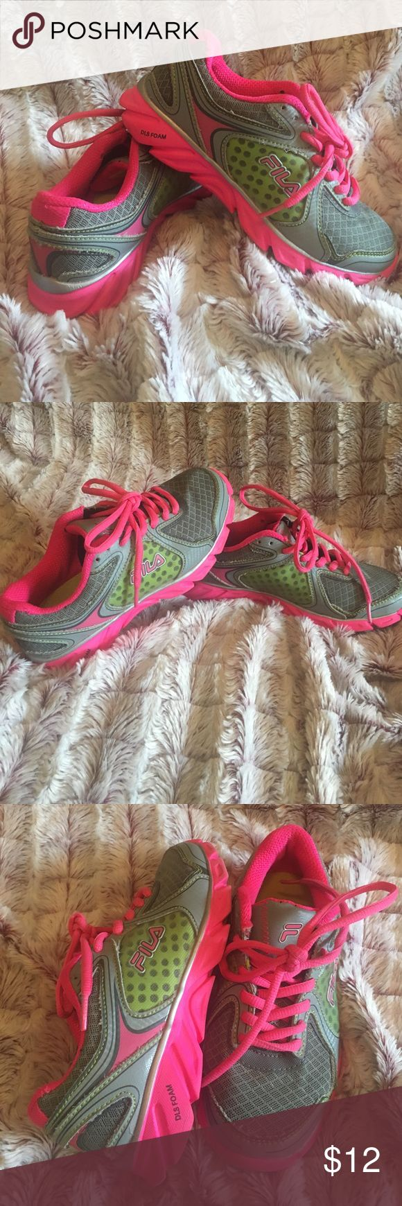 Girls Fila sneakers Grey and hot pink fila sneakers. Gently used Fila Shoes Sneakers