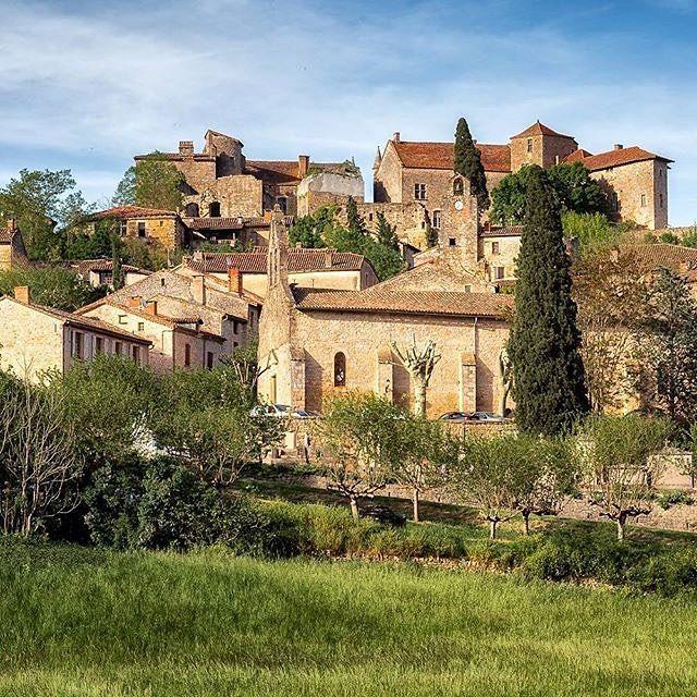 Superbes couleurs capturées par @stibou5 à Bruniquel l'un des plus beaux villages de France, dans les Gorges de l'Aveyron (Tarn-et-Garonne).  #TourismeMidiPy #lrmp #tarnetgaronne