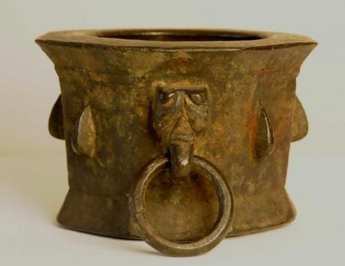 14thc bronze Islamic mortar  Large 14thc bronze Islamic mortar with animal head H 4.50 inches w. 6.50 inches d 6.50 inches. Excellent original condition  Item 8102    $3,800