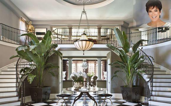 Hall de entrada da casa de Kris Jenner, a matriarca da família (Foto: Reprodução/Elle Decor)