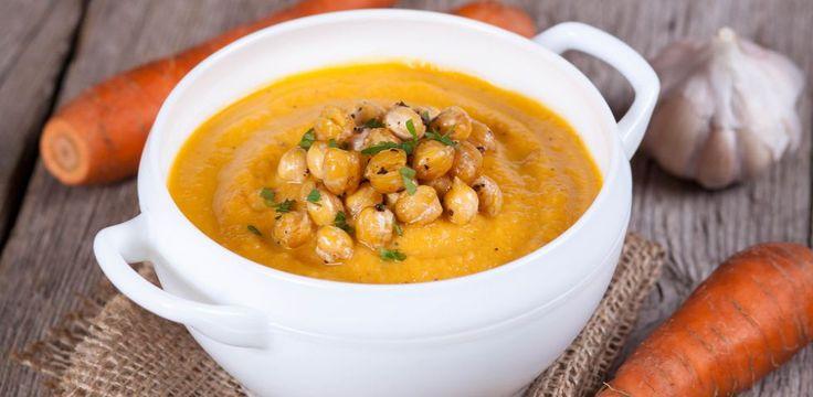 La vellutata di ceci è un primo piatto della cucina vegetariana e vegana e ha il vantaggio di essere ipocalorico. Si può magiare in ogni momento dell'anno: calda in inverno, tiepida o fredda in estate. Preparata con una base di verdure come carote, sedano e cipolla ed è aromatizzata a piacere con erbe aromatiche o spezie come il curcuma o il curry.  È ottima servita con crostini di pane casereccio e condita con un filo di olio extravergine di oliva a crudo e qualche goccia di succo di…