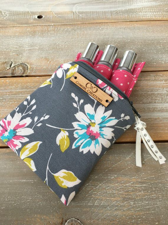 This Petite Essential oil bag is just perfect for those times when you want to carry a few of your favorite oils or rollers with you at a time. Slip this little bag into your purse, backpack etc. and you can be sure your oils will stay upright and in place! Please Note: Oil bottles are NOT included, they are for display only! Comes with 1 fully removable Insert of your choice (see below for available sizes) This bag also has our handmade Faux Suede Diffusing Tassel. Simply drop 2-3 drops of…