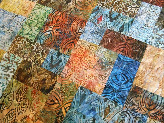 Colcha de batik en azules y marrones Batik Lap Quilt por SusiQuilts