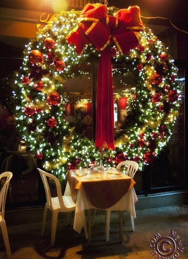 Giant Christmas Wreath - I want one for above the garage!
