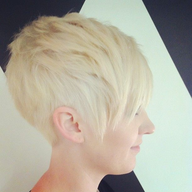 More very short in back, longer in front short haircut idea (also love the platinum blonde pixie look) #shorthair #shorthaircut