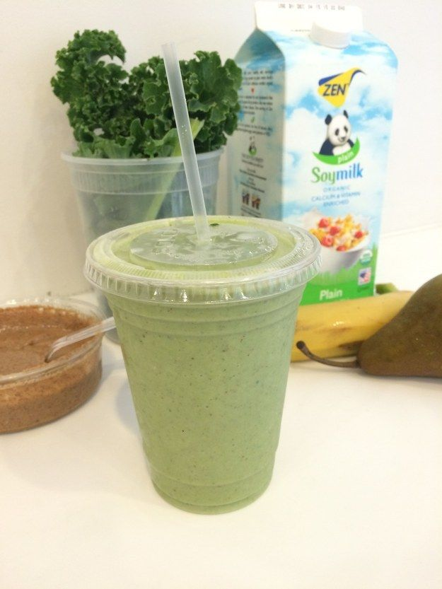 After too many hours wasted trying to figure out WHY this particular green smoothie is so magical, BuzzFeed Life went direct to the source — Terri's FiDi location — to get the official recipe. | Everyone In NYC Is Obsessed With This Five-Ingredient Green Smoothie