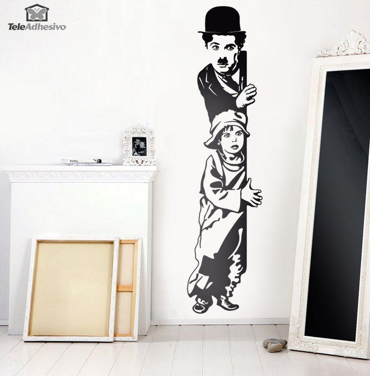 Charles Chaplin creó al personaje Charlot, que es conocido también como El Vagabundo o El Pequeño Vagabundo. Se ha convertido en uno de los personajes más memorables del conocido actor. Charlot es ya un icono del mundo de la era del cine mudo. Charlot es un tipo torpe de buen corazón y se le representa como un vagabundo, que se esfuerza por comportarse con los modales y la dignidad de un caballero. Usa su astucia para sobrevivir y escapar de las autoridades.