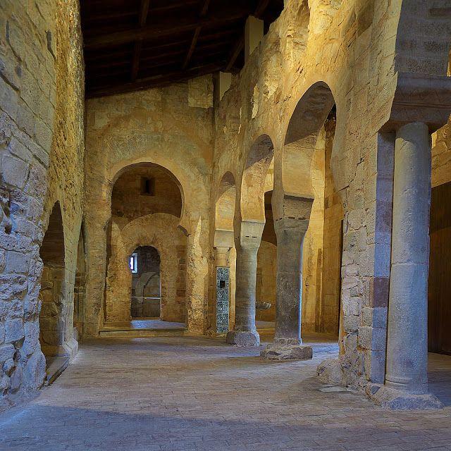 Monasterio De Suso Interior San Millán De La Cogolla Monasterios Arquitectura Antigua Arquitectura Religiosa