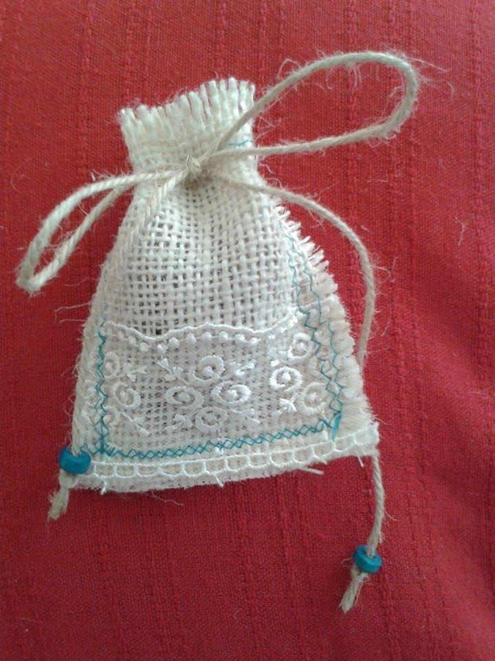 Ihlamur Tasarım | Doğal malzemeler kullanılarak yapılan lavanta kesesi aynı zamanda sevdiklerinize güzel bir nikah hediyesi olabilir. Rustic, burlap, wood beads, wedding, gift, lavender, lace , sew