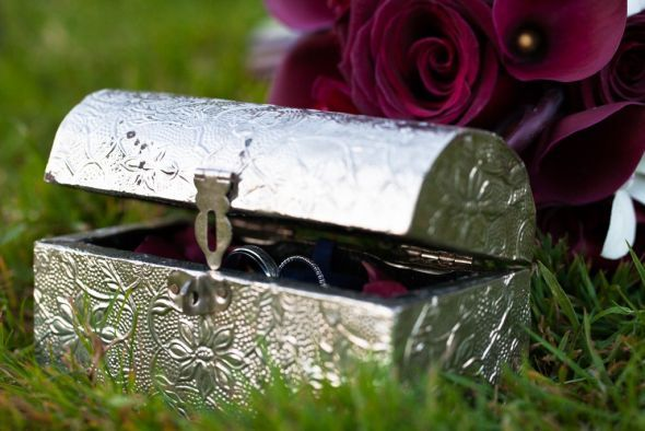 Original Ring Bearer / Original manera de llevar los anillos (cofre plata)