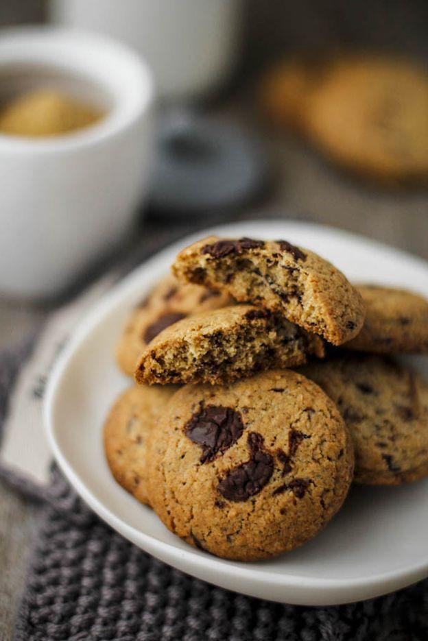 Biscotti integrali (e fragranti!) al cioccolato per la colazione