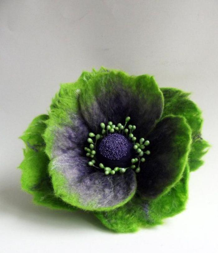 fleurs en feutrine, jolies fleurs épanouies