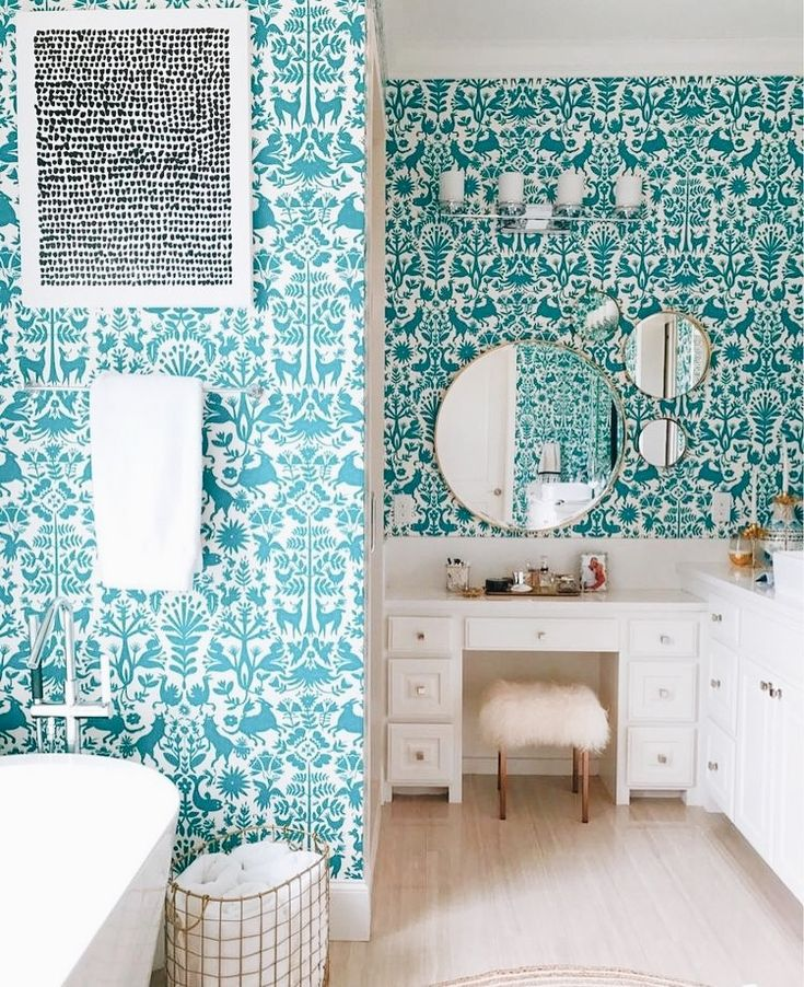 Gorgeous white and teal otomi wallpaper in white bathroom design