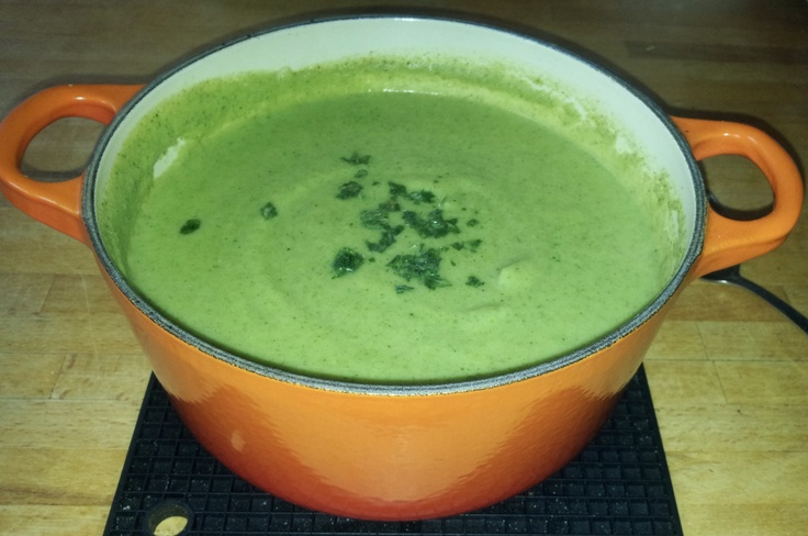 Broccoli and blue cheese soup - 81 calories