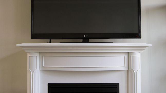 AVANT : Le faux foyer sera retiré de la pièce, car il est beaucoup trop haut pour le téléviseur.