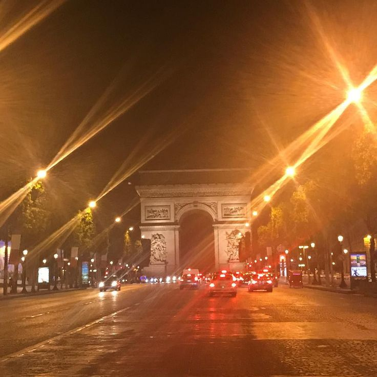 ARC DE TRIOMPHE BY NIGHT  Fin de Soiree... Dodo maintenant! Bonne nuit!  #beautytube #beautytube2 #youtube #paris #loreal #arcdetriomphe #france http://themouse.org
