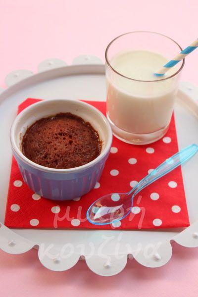 μικρή κουζίνα: Εύκολο κέικ σοκολάτας χωρίς ζάχαρη σε 30 δευτερόλεπτα