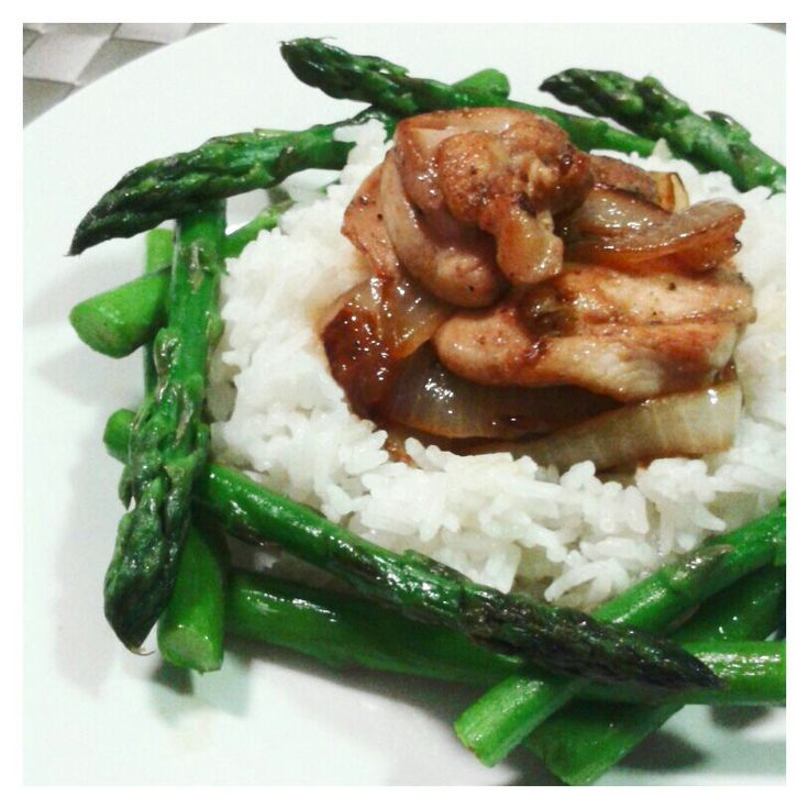 Stir fried chicken and onion served with steamed rice and asparagus