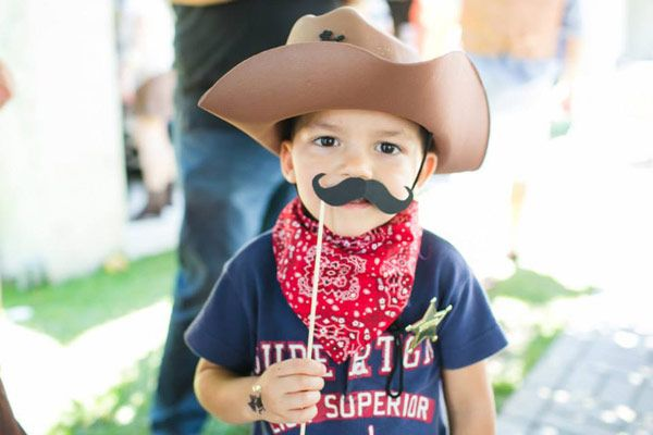 O Vitor comemorou seu primeiro ano de vida com uma festinha pra xerife nenhum botar defeito! A decoração ficou por conta da Invento Festa, que criou um cen