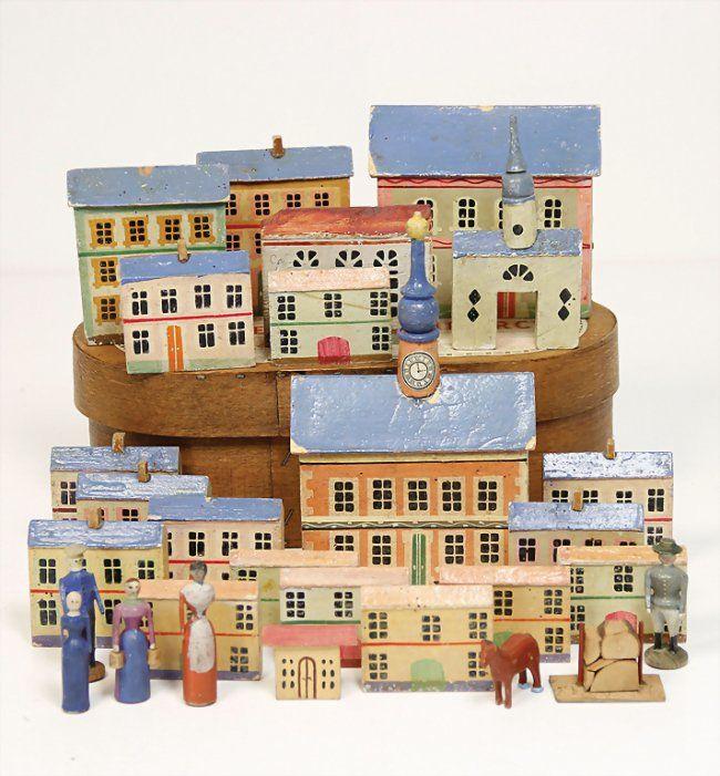 ERZGEBIRGE village, wood colored frame, heigth : church : Lot 1323