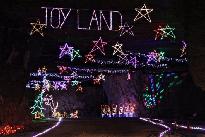 Louisville Christmas Show 2021 Kentucky Has The World S Biggest Underground Light Show And It S Awesome In 2021 Holiday Lights Light Show Louisville Mega Cavern